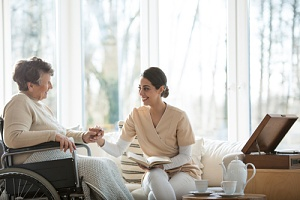 hospice care nurse speaking with dementia patients