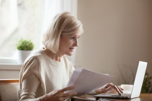 older women looking up a do not resuscitate order